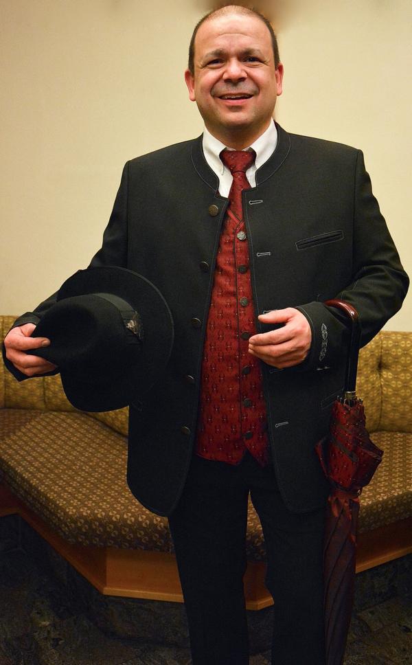 eleganter Eisenstrasse Anzug